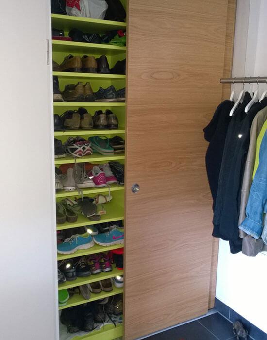 Individueller grüner Schuhschrank aus Holz